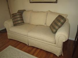 Cream sofa very nice condition