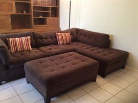 Great looking sectional with chaise and ottoman