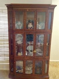 Lighted cabinet with four glass shelves