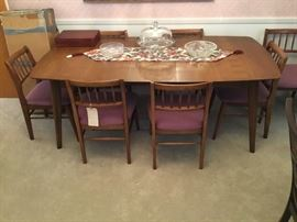Heritage Henredon  table with six chairs and two armchairs. With extra leaves & table top cover