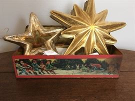 Vintage Christmas tin depicting gnomes ; decorative stars included.