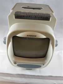 """Supersonic 5"""" TV  http://www.ctonlineauctions.com/detail.asp?id=704444"""