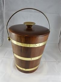Ice Bucket  http://www.ctonlineauctions.com/detail.asp?id=704449