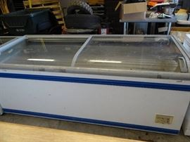 Reach In Sliding Top Display Freezer