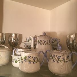 Shelley Teaset 2 creamer and sugar bowls and 6 cups, Karabell Rare !