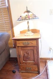 Nifty Oak end table and tiffany-style lamp