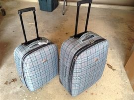 2 matching suitcases with wheels and handles