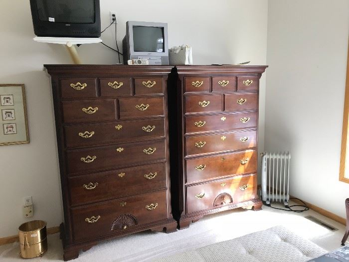 These are a matched pair of chests of drawers by Thomasville.  They are in very good condition