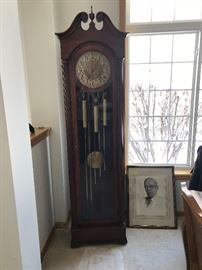 Colonial Grandfather clock in non working condition, Circa 1920. This clock has a wonderful tone