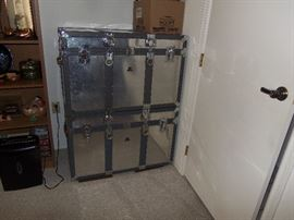 PAIR OF VINTAGE KOWA SHIPPING TRUNKS IN EXCELLENT CONDITION.