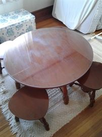 Child's table or coffee table with seats or small occasional tables