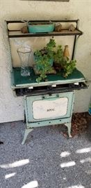 Antique Royal Gas Stove in great shape