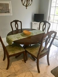 Ethan Allen round table with leaves & 4 chairs
