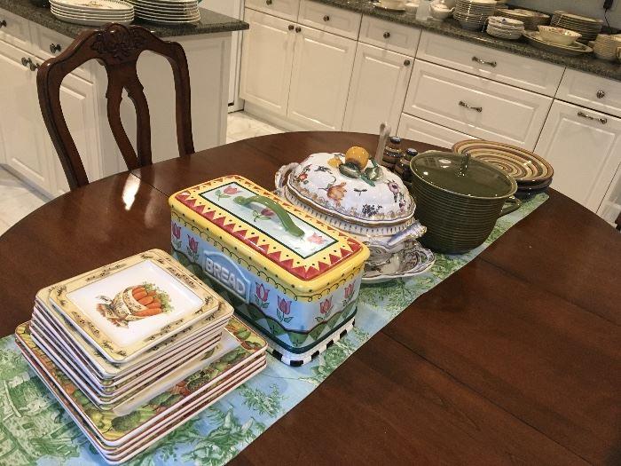 Serving & decorative pieces