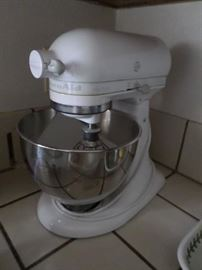 Vintage Mixer with Stainless Steel Bowl
