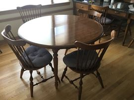 Ethan-Allen round table, two leaves, and 8 chairs