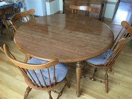 Ethan-Allen round table, 2 leaves, 8 chairs