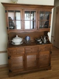 Ethan-Allen Breakfront Heirloom buffet/hutch