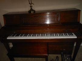 1986 Yamaha model M304  upright piano