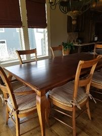 Table with 2 leaves and 6 chairs
