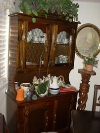 Hutch that fits well for smaller spaces and versatile for displaying china, collectables, or even books