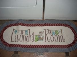 Fitting rug for the laundry room