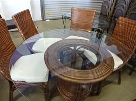 Beautiful Glass Top Table w/4 Chairs