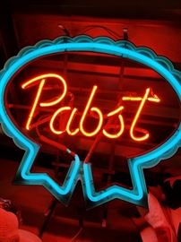Original Pabst Brewing Company Neon Beer Sign               http://www.ctonlineauctions.com/detail.asp?id=703629