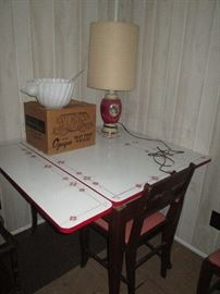 Great enamel table with 4 chairs