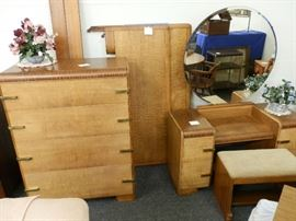 Complete set, Thomasville. Full size head & foot boards, rails, chest, vanity w/mirror & bench.