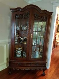 DISPLAY HUTCH WITH DECORATIVE