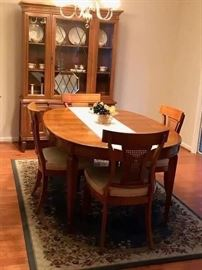 Outstanding Thomasville Dining Set