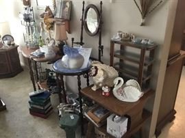 Lots of vintage collectibles