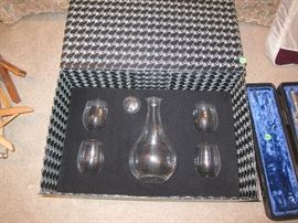 Crystal decanter with stemless wine glasses