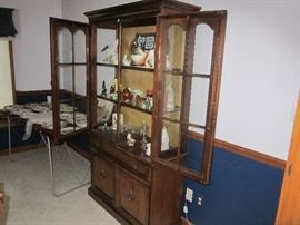 Display Curio cabinet and figurines