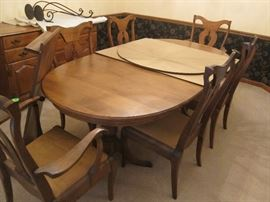 Hardwood dining room set with leaves and 6 chairs
