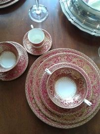 I spent hours searching for this Royal Worcester pattern... close, but nothing exact...8 nine piece place settings...imagine it paired with RW Marquis or vintage French Haviland during the holidays...STUNNING!