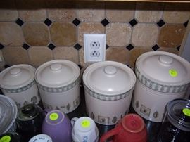 Pfaltzgraff  canister set