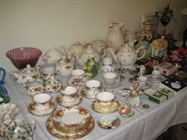 Royal Doulton Old Country Roses teapots, cups & saucers
