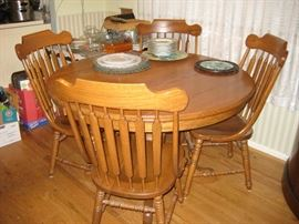 Richardson Brothers oak table & chairs with leaf  $350