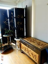 Lacquered screen in great condition -no cracks or chips on mother of pearl inlay or screen itself.
