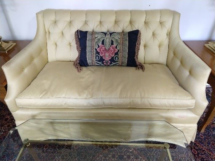 Close up of the Kittinger love seat - it's like buttah!