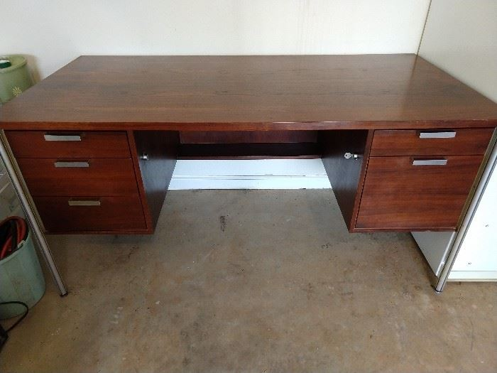 Very nice vintage 5-Drawer Teak Desk, by Art Woodwork Ltd, Montreal, Designed by Jacques S. Guillon, Alumna Series.