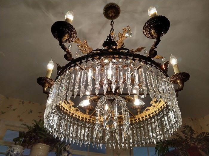 Another view of that fabby Spanish chandelier.
