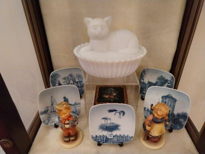 Milk glass puss puss, pair of flirty Hummels and miniature blue/white porcelain plates, from Denmark.