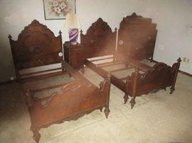 Sligh furniture bedroom dresser and beds