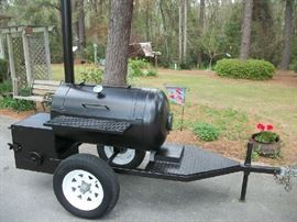 Smoker/grill, like new, 750+  sq. inches cooking surface