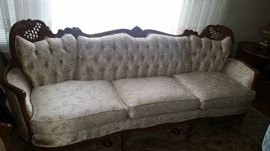 Sofa - Clean and comfortable !