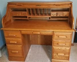 Roll top desk in excellent condition
