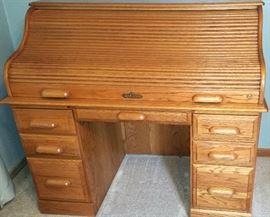 Roll top desk has key